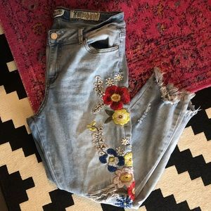 Indigo Rein Embroidered Jeans Size 17